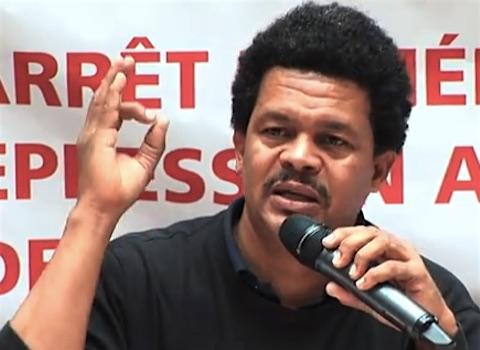 15 mars 2018 –  Guadeloupe : début du procès d'Elie Domota, secrétaire général de l'Union générale des travailleurs de Guadeloupe (UGTG) et porte-parole du LKP, le collectif d'organisations  dans la grève générale de 2009. Il est accusé par le Medef local de «<em>violences en réunion</em>» lors d'une mobilisation, en avril 2016, pour protester contre le licenciement de tous les militants UGTG de la concession BMW de l'île. Soulignant l'importance de la répression syndicale dans l'ile, Elie Domota déclare : « <em>Je suis le 107e militant de l'UGTG à être convoqué devant les tribunaux depuis 2009</em> ».
