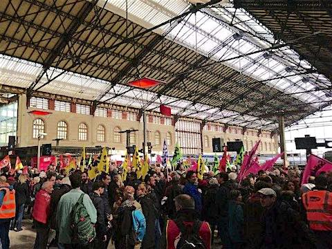 SNCF soutien cheminots gare St Charles Marseille